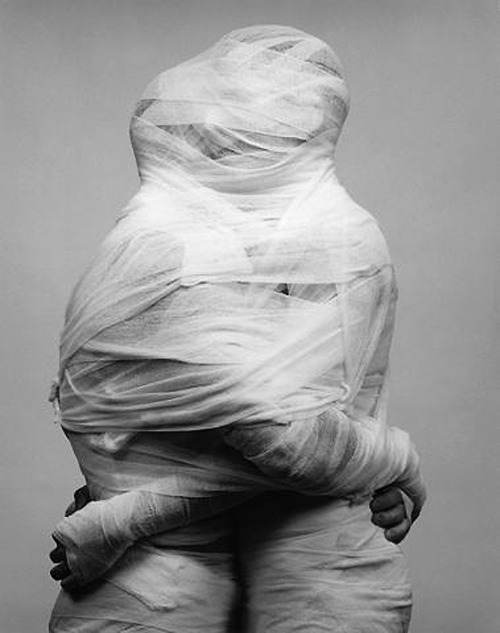 ROBERT MAPPLETHORPE: IMAGEM DA SÉRIE WHITE GAUZE, 1984